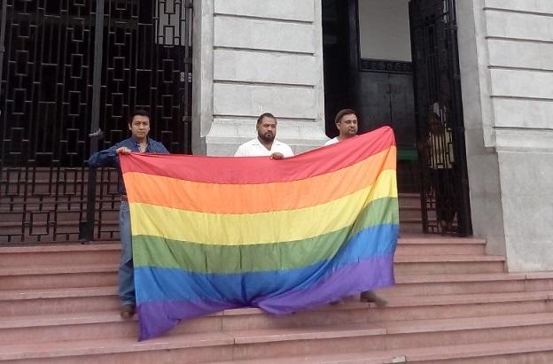 Integrantes de la comunidad lésbico-gay anunciaron la marcha contra la homofobia que realizarán el próximo sábado.