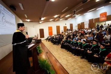 Entrega rector títulos de grado doctoral en la FCAT-UAT