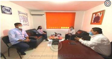 Julio Favio Ramos, sostiene encuentro con el Diputado local Miguel Gómez Orta.