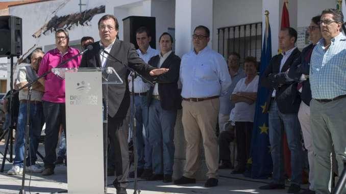 Fernández Vara defiende la necesidad de contar con servicios públicos para garantizar la igualdad y la protección de los núcleos rurales