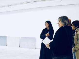 La consejera de Cultura e Igualdad, Leire Iglesias, visita la exposición 'Memoria Raw' de María León