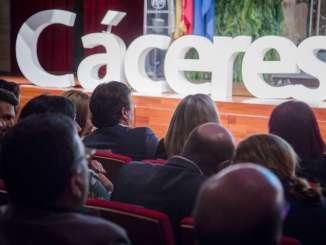 Fernández Vara aboga por seguir trabajando para crear empleo en la región y frenar el despoblamiento