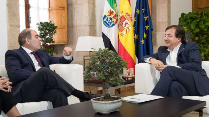 Fernández Vara se reúne en Mérida con el presidente de ATA, Lorenzo Amor