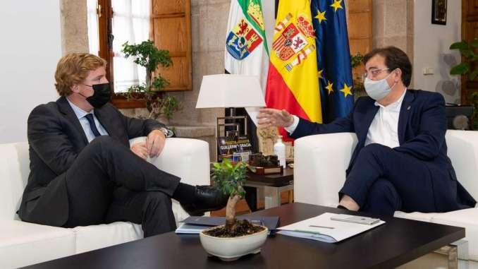 El-presidente-de-la-Junta-de-Extremadura-se-reune-con-el-alcalde-de-Badajoz