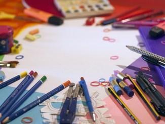 school-supplies-1695563_640