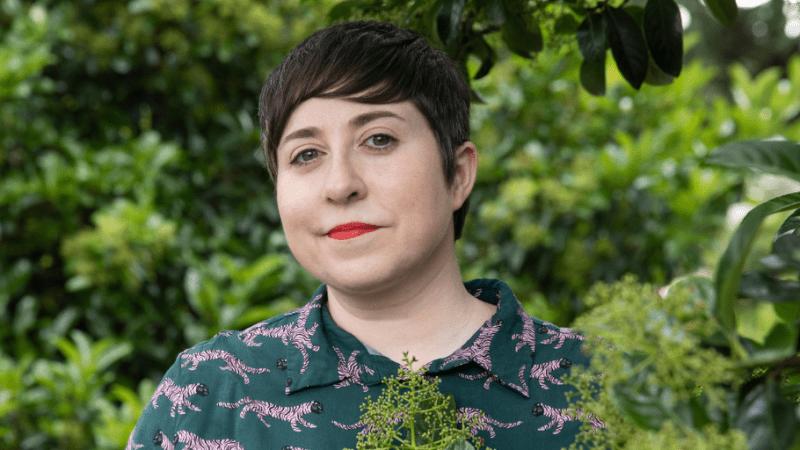 Elena Medel: «La novela homenajea a quienes en precariedad brindan lo poco que tienen»