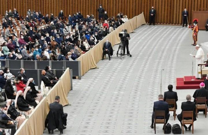 Francisco reduce los sueldos de cardenales y superiores para mantener el empleo de los trabajadores del Vaticano