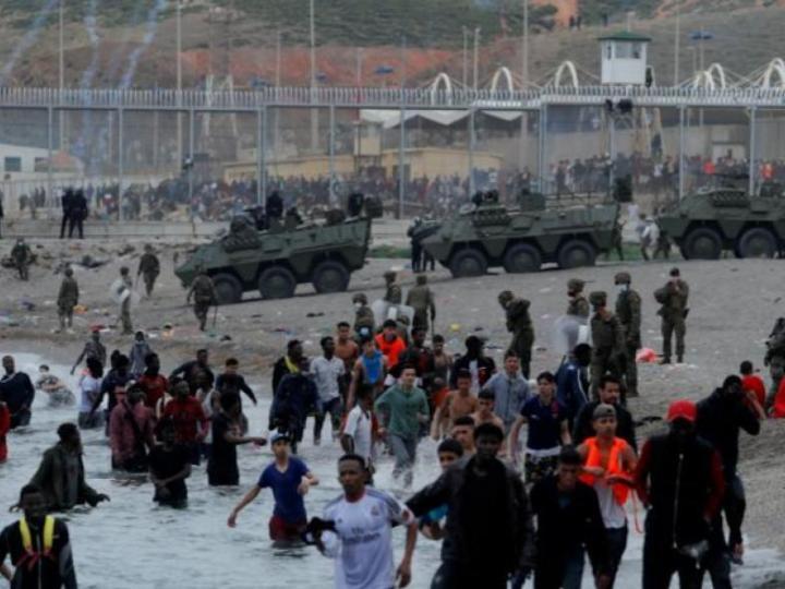 Sindicatos y ONG exigen el respeto a los derechos humanos en la crisis de la frontera sur