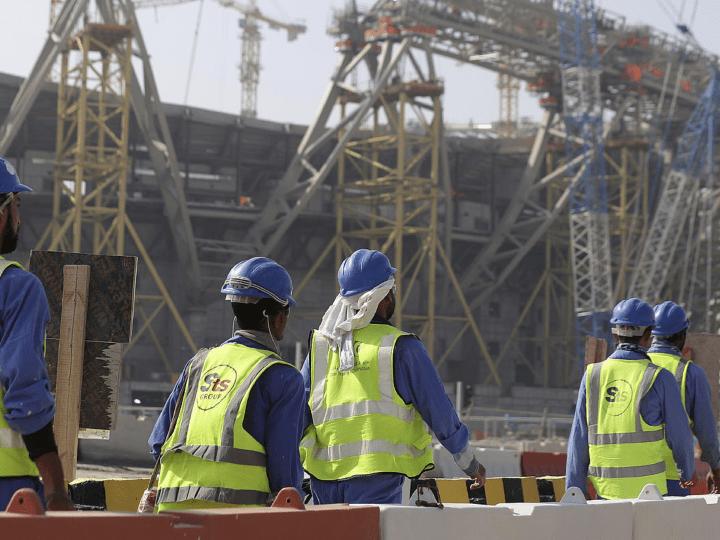 Catar no investiga las muertes de los obreros que construyen los estadios del Mundial de Fútbol