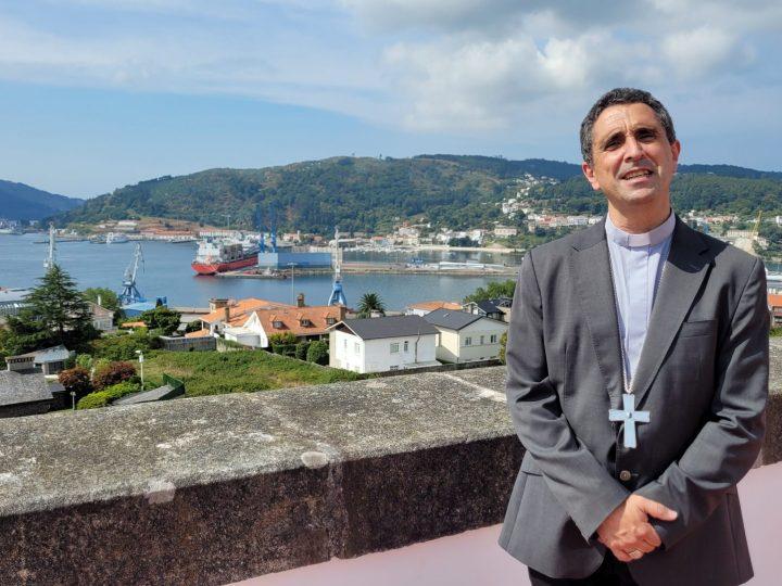 """El obispo de Mondoñedo-Ferrol llama a no abdicar del sueño de """"tierra, techo y trabajo digno para todos"""""""
