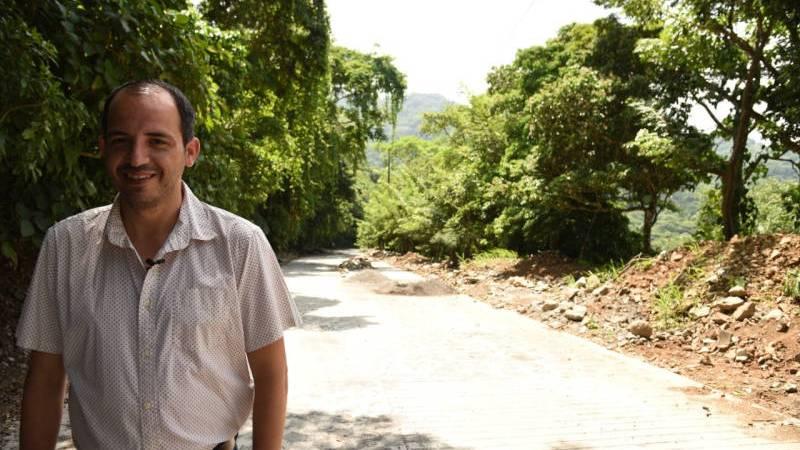 «Entregamos a los habitantes de la costa un camino que les da seguridad y traerá más turismo»: Tavo Pérez