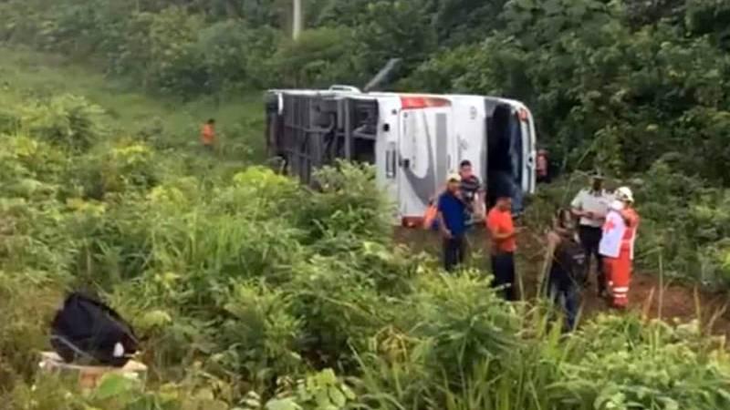 Autobús procedente de Acayucan se accidenta en Quintana Roo; hay 3 muertos
