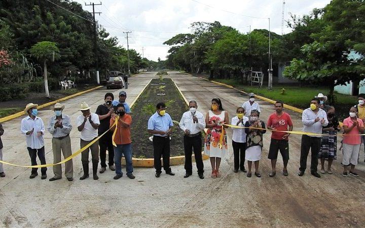 Inaugura Arturo Herviz obra de pavimentación en Brazo de la Palma