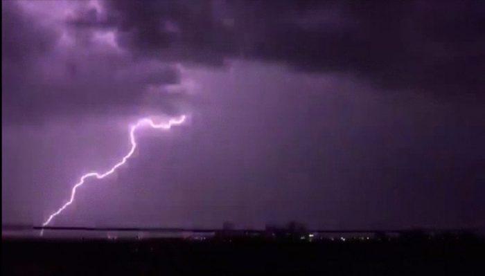 """Photo of Após """"chuvão"""" de ontem, deve voltar a chover forte nesta quinta"""