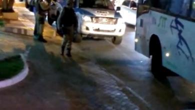 Photo of Motoristas de aplicativo fazem protesto em frente a condomínio; assista
