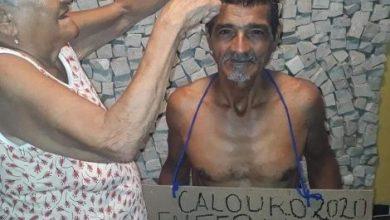 Photo of Brasil: Aos 61 anos, calouro da UFPA tem cabelo cortado pela mãe e foto viraliza na internet