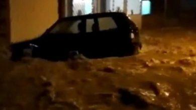 Photo of Chuva forte invade casas e arrasta carro em Anagé; confira o vídeo