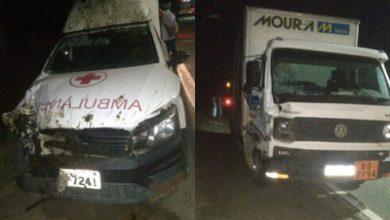 Photo of Ambulância se envolve em acidente com caminhão na BR-330