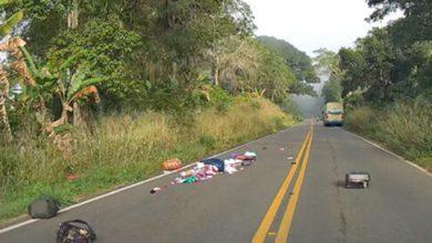 Photo of Bagagens de passageiros caem de ônibus da Novo Horizonte e ficam espalhadas na pista
