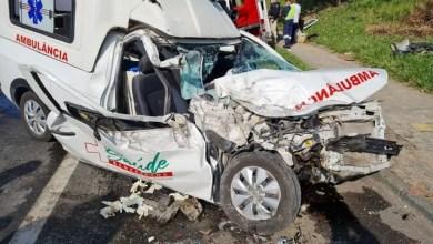 Photo of Grave acidente entre van e ambulância deixa feridos na Bahia
