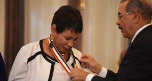 Presidente Danilo Medina reconoce a maestros meritorios y entrega premios