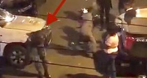captan-momento-en-que-lanzan-botella-a-la-policia-un-coronel-se-desmaya-al-ser-golpeado