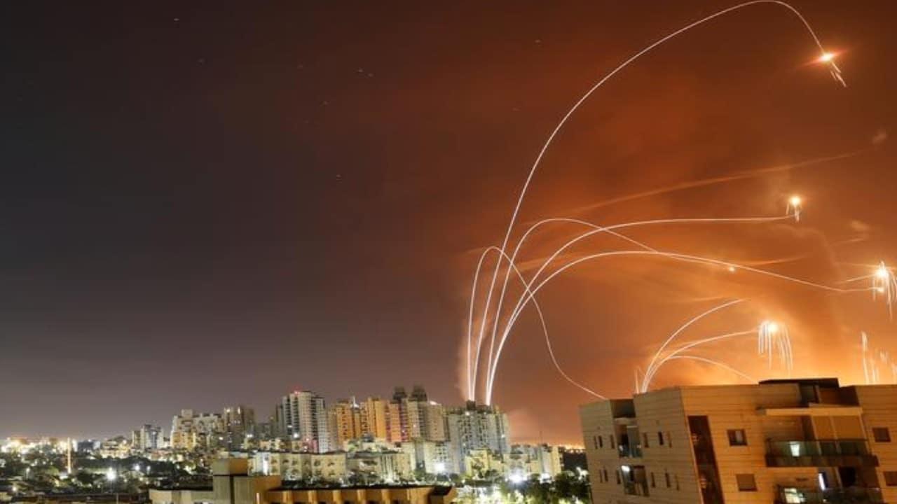 Escalada bélica suma 2,300 cohetes disparados por Hamás desde Gaza contra Israel