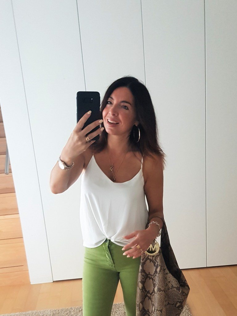 Summer outfits: cropped flare jeans and a cute white top
