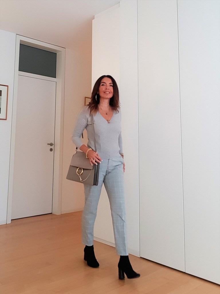 Outfit monocromatici: come abbinare il grigio