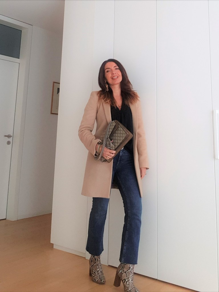 Outfit invernali: jeans, cammello e Gucci Dionysus