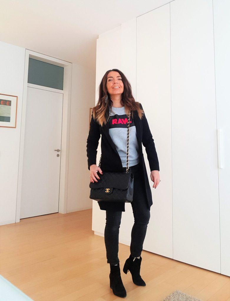 Come indossare una felpa grigia e creare outfit eleganti con una felpa