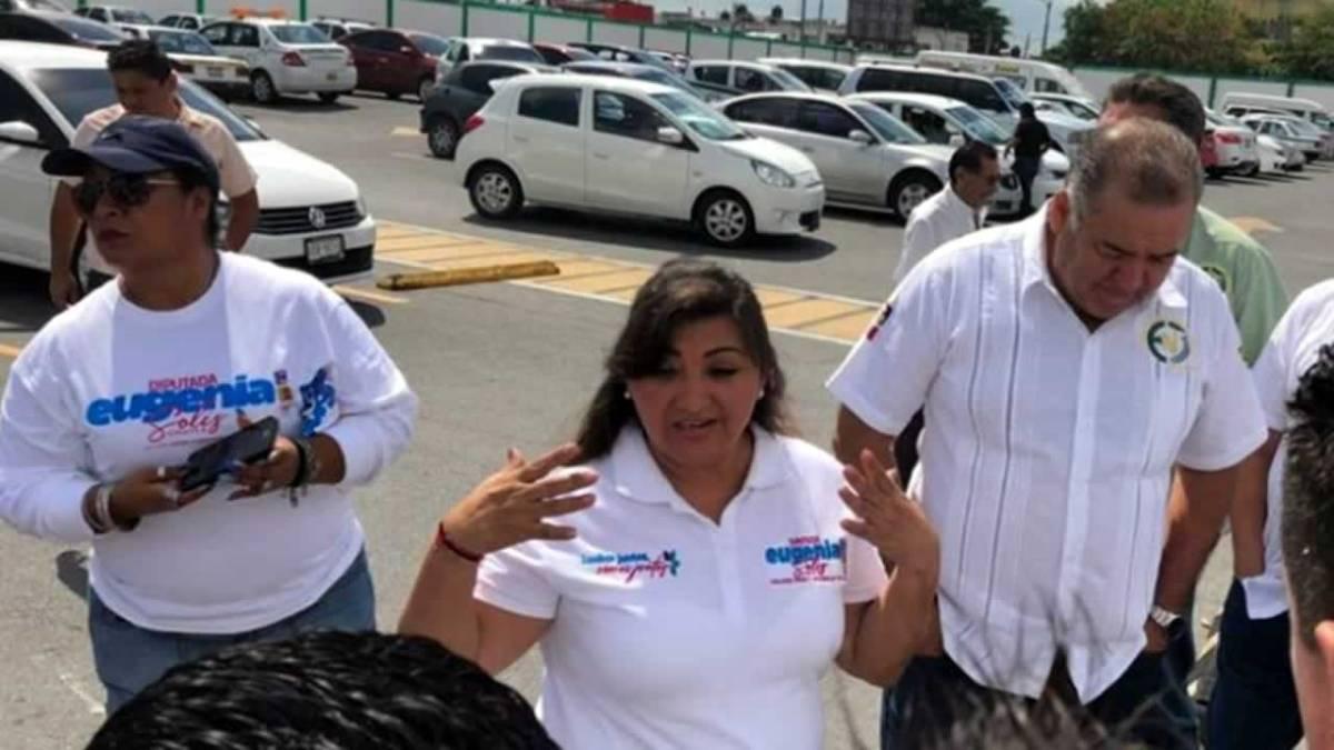 Candidata del PAN-PRD-PES en busca de votos respalda al sindicato de taxistas contra UBER