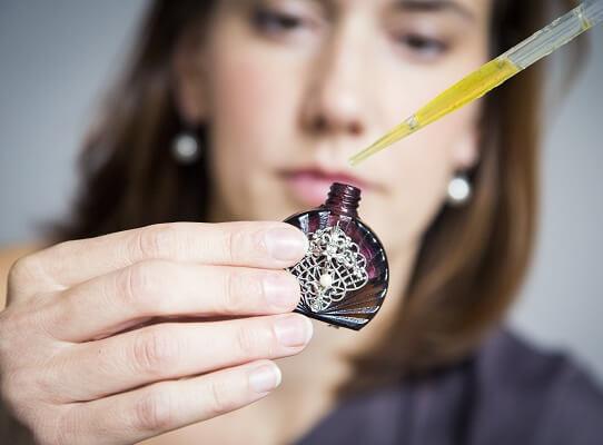 Vyrobte si přírodní parfém na míru