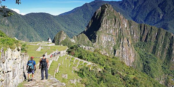 Machu Picchu abrirá en doble horario y no se permitirá el turismo nudista