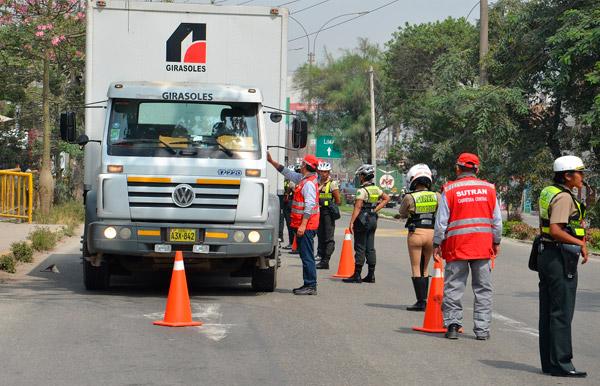 Por el feriado largo de Lima y Callao, SUTRAN y PNP restringirán tránsito en carretera central