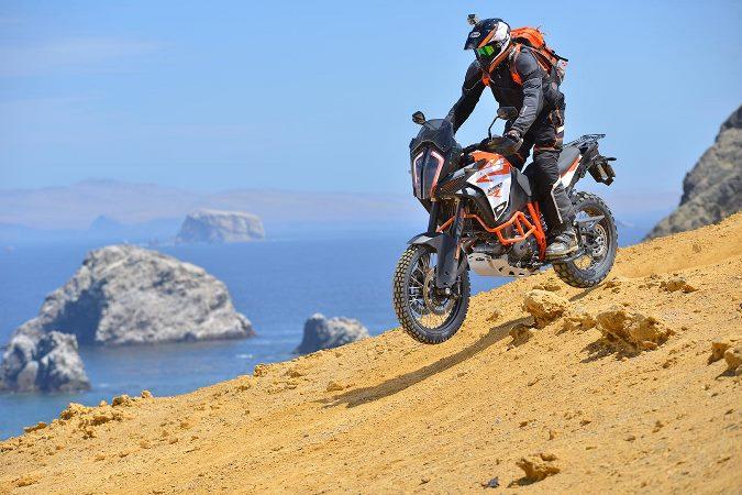 """KTM realizó lanzamiento de nueva moto """"Enduro"""" en el desierto de Paracas"""