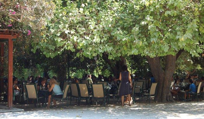 Cafe im Stadtpark von Chania