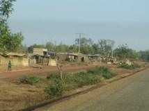 Au bord du goudron, entre Ouagadougou et Arbollé