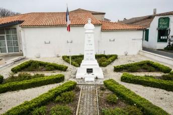 Saint-Clément des Baleines - Monument aux morts