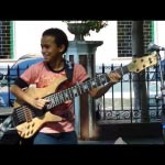 "Pipoquinha, 13 Year Old Bassist Performs ""Rei Arthur"""
