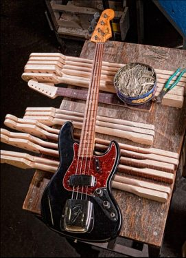 Fender 1961 Closet Classic Jazz Bass - full size
