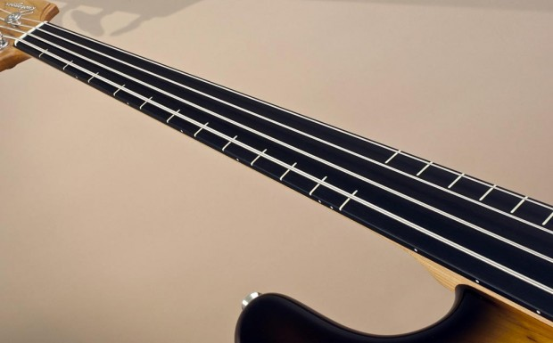 Ruokangas Guitars Steambass Fretless Fingerboard