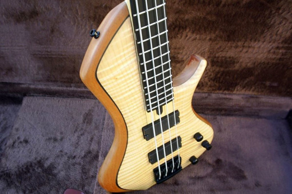 Bass of the Week: o3 Guitars Palladium