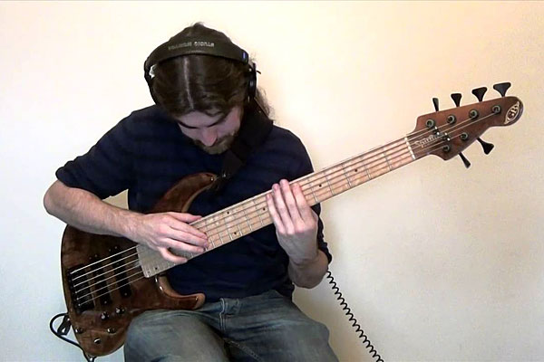 "Simon Fitzpatrick: ""Bohemian Rhapsody"" for Solo Bass Guitar"