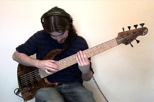 "Simon Fitzpatrick: ""Bohemian Rhapsody"" for Solo Bass Guitar"