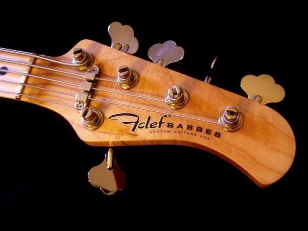 Fclef Basses Custom Series II Bass headstock