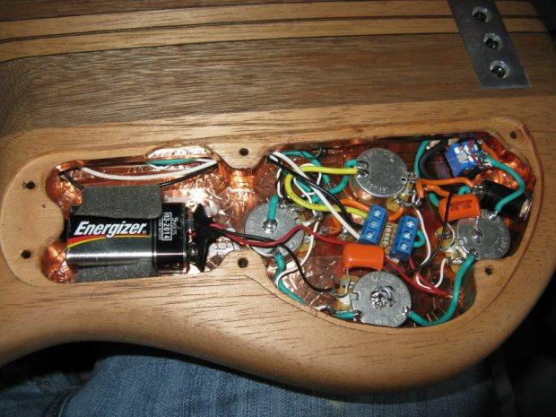 Bajos Colmenares #22 Bass - electronics