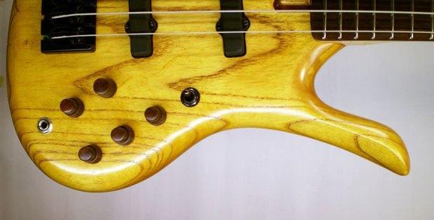 Odyssey Basses Calypso Bass controls