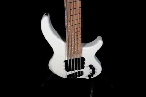 Dingwall Guitars Alberto Rigoni AR5 Bass body/neck perspective