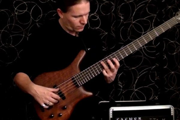 "Viktor L?rincz: ""Silent Night"" for Solo Bass"